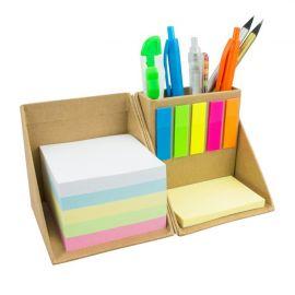 Cubo em cartão, com notas adesivas e porta-esferográficas