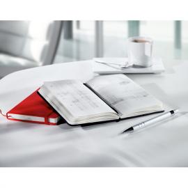 Caderno com capa de PU, 96 folhas brancas e banda elástica para fechar.