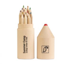 12 lápis de madeira em caixa de madeira com formato de lápis.
