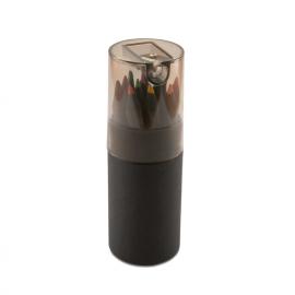 12 lápis de cor, em caixa de cartão rígido tubular preta com afia na tampa.