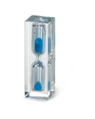Pisa-papéis de metacrilato com relógio de areia azul interior.